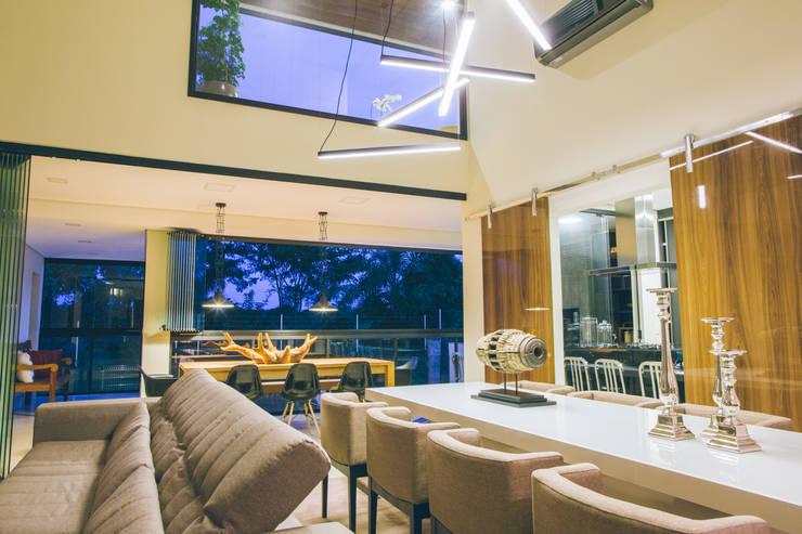 Ambientes integrados: Salas de jantar  por Neoarch