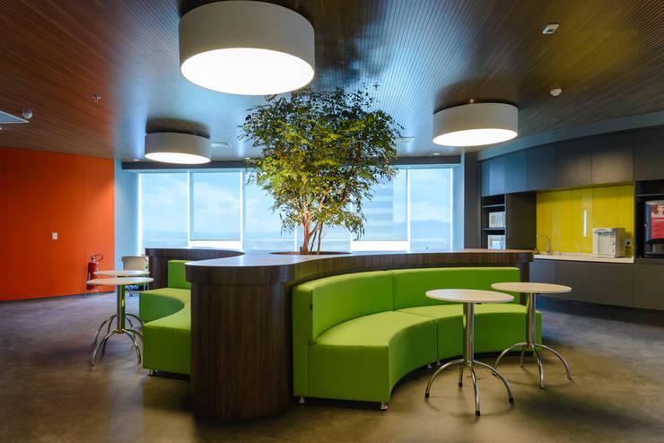 Hall de entrada | Microsoft SP: Espaços comerciais  por Christiana Marques Fotografia