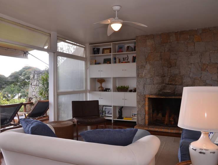 Salas / recibidores de estilo  por Renata Romeiro Interiores, Rústico