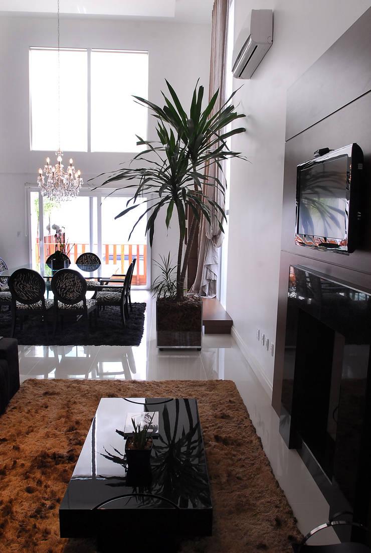 Sala de estar: Salas de jantar modernas por ARQUITETURA - Camila Fleck