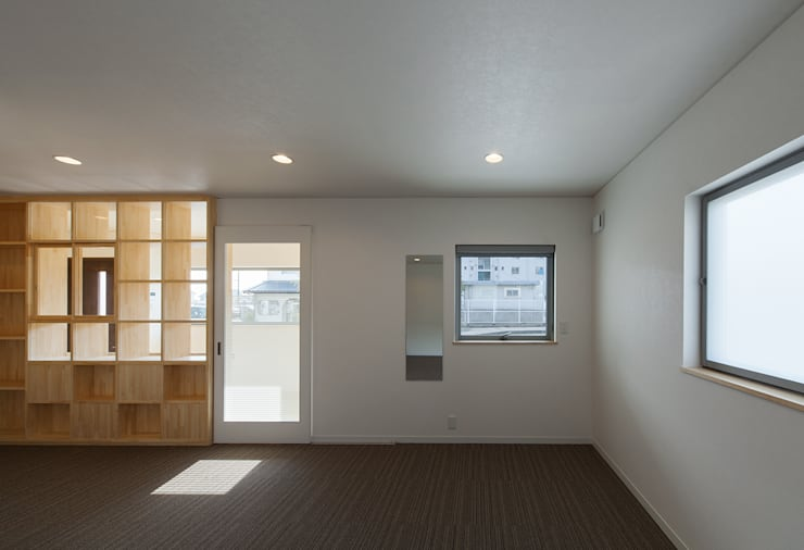 萱方の住宅: 山口修建築設計事務所が手掛けた書斎です。