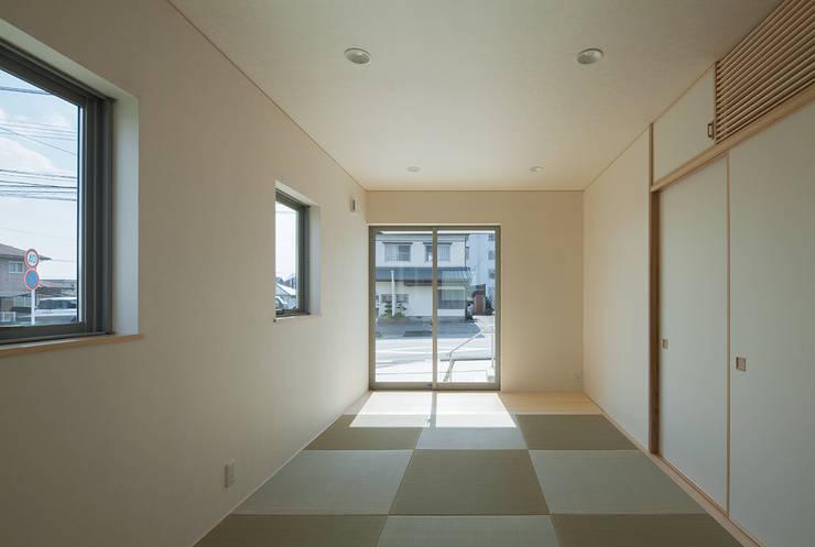 萱方の住宅: 山口修建築設計事務所が手掛けた寝室です。