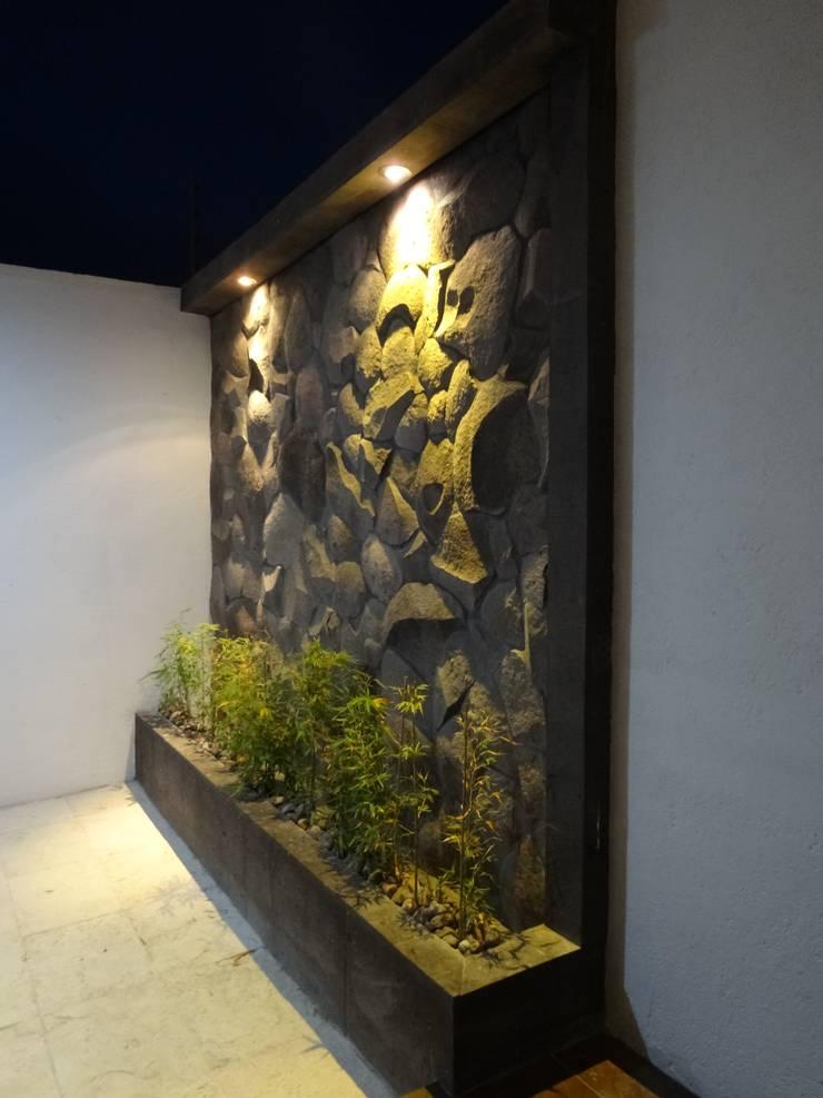 Casa Ped: Terrazas de estilo  por CONSTRUCTORA ARQOCE