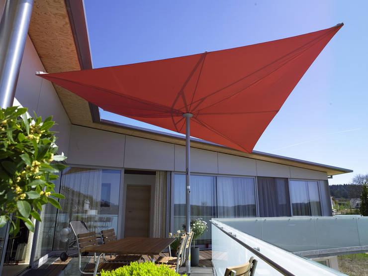 Rollomeister : eklektik tarz tarz Balkon, Veranda & Teras