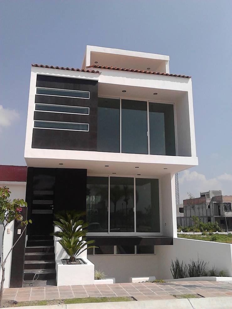 Casa Mag: Casas de estilo  por CONSTRUCTORA ARQOCE