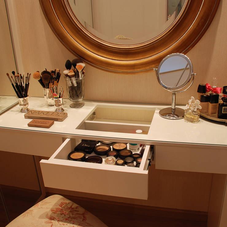 Móvel para maquiagem por Neoarch Moderno