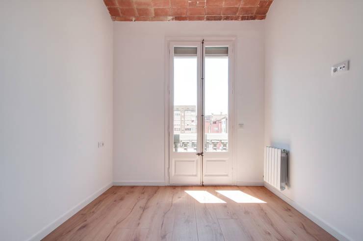 Dormitorio ELIX Villarroel, 90: Dormitorios de estilo  de ELIX