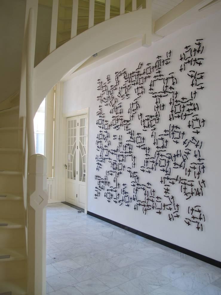 Sporen van Schrift, 2014, 270 x 270 cm, paardenhaar, textiel, gestikt. :   door Marian Bijlenga, Minimalistisch