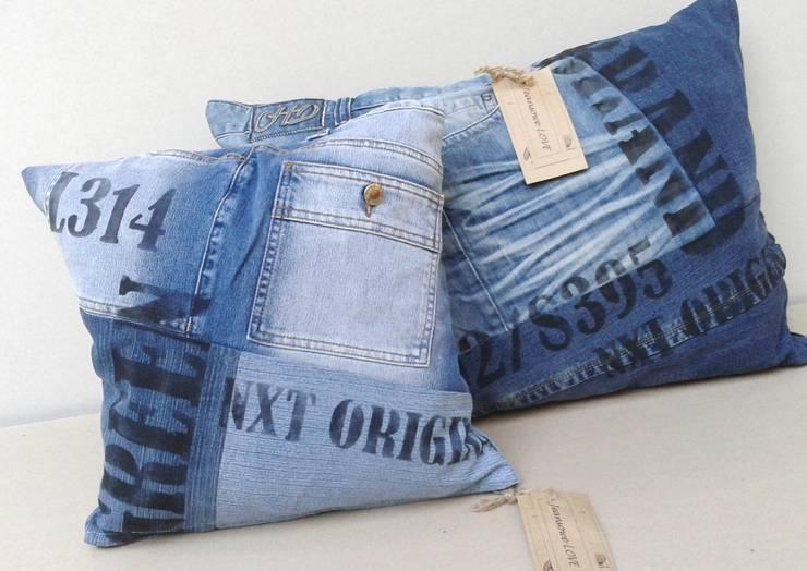 poduszka JEANSOWE LOVE: styl , w kategorii Salon zaprojektowany przez Naturalina