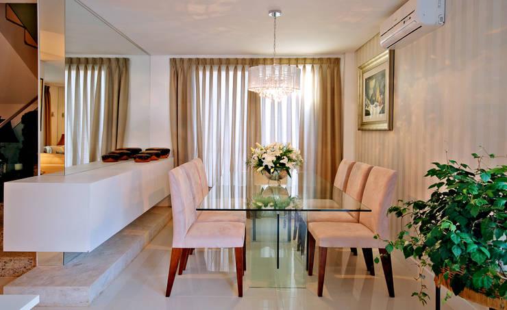 Casa CR: Salas de estar  por Neoarch