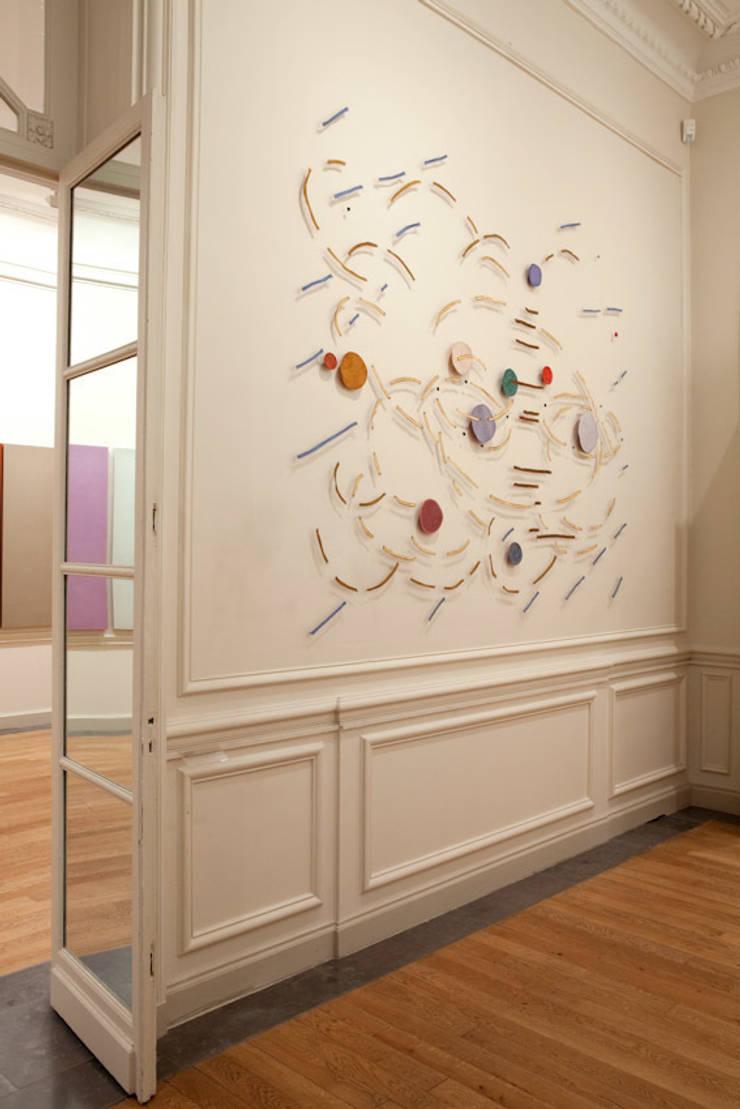 Palimpsest 2- 2007- 260 x 290 cm, horsehair, fabric, stitched:   door Marian Bijlenga, Minimalistisch