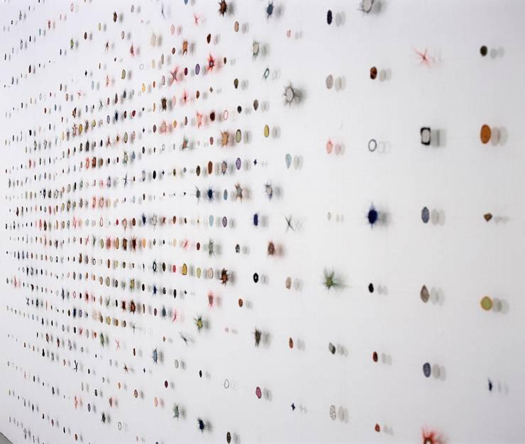 Large sampler Dots 2004:   door Marian Bijlenga, Minimalistisch