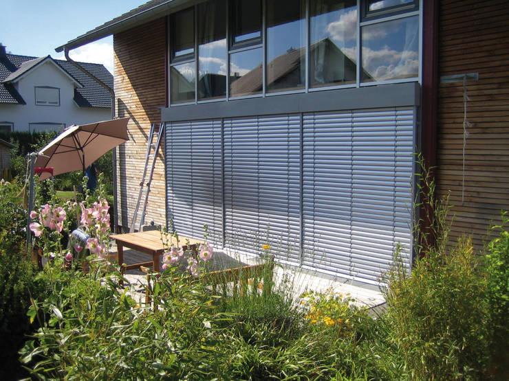 Puertas y ventanas de estilo  por Rollomeister