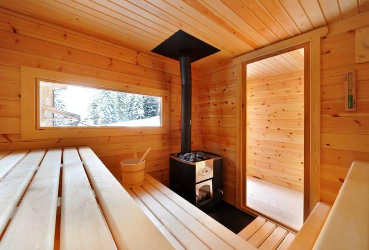 Aussen Saunen: modernes Spa von Küng Sauna& Spa AG
