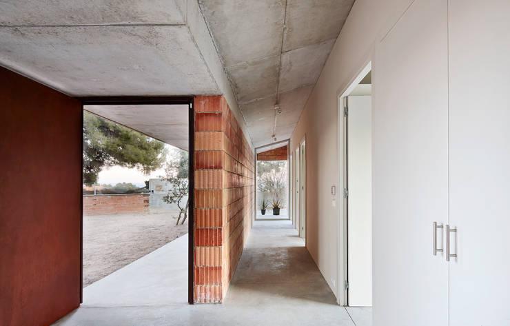 Pepe Gascón arquitecturaが手掛けた廊下 & 玄関