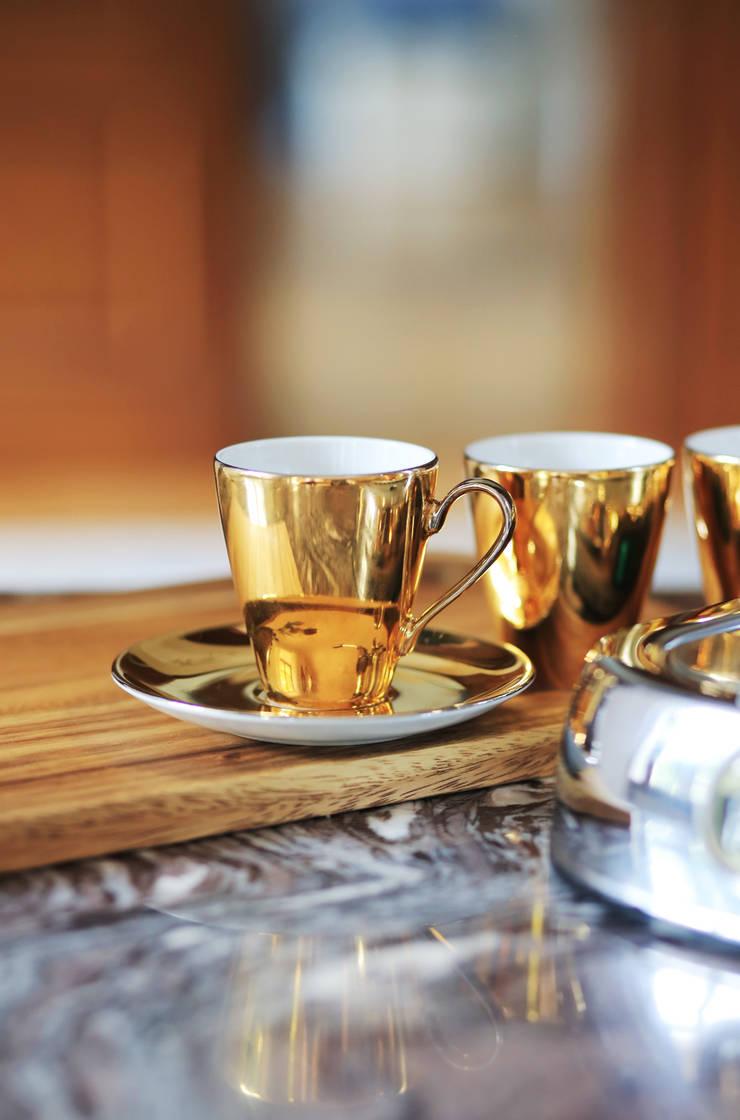 Kolekcja złote lustry : styl , w kategorii Jadalnia zaprojektowany przez Porcelana Kristoff