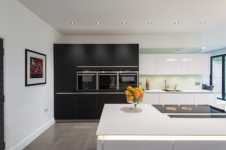 Urban Style Kitchen - White handle-less kitchen with satin black glass units: modern Kitchen by Urban Myth