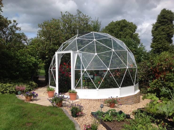 Jardines de estilo  por Solardome Industries Limited