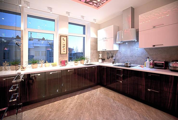 Двухуровневая квартира: Кухни в . Автор – Александр Михайлик