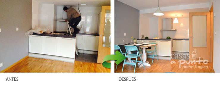 Apartamento amueblado con mobiliario de cartón, cocina de cartón :  de estilo  de Casas a Punto home staging