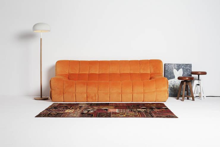 Sofá modelo KUVO de la marca Oruga: Salones de estilo moderno de Grupo Temas V