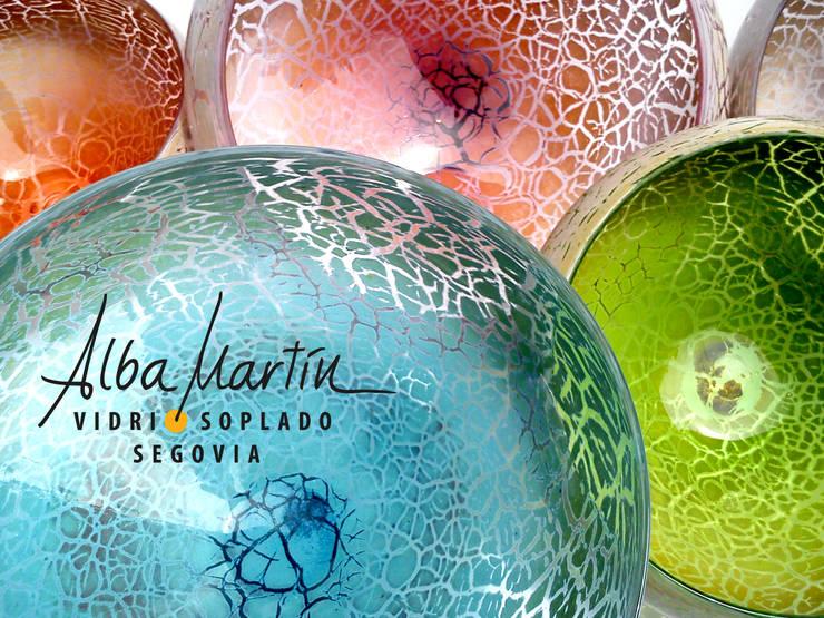 """""""Boles"""" vidrio soplado, crackelado: Hogar de estilo  de Alba Martín Vidrio Soplado"""