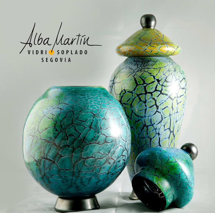 """Urnas crackeladas"" vidrio soplado: Hogar de estilo  de Alba Martín Vidrio Soplado"