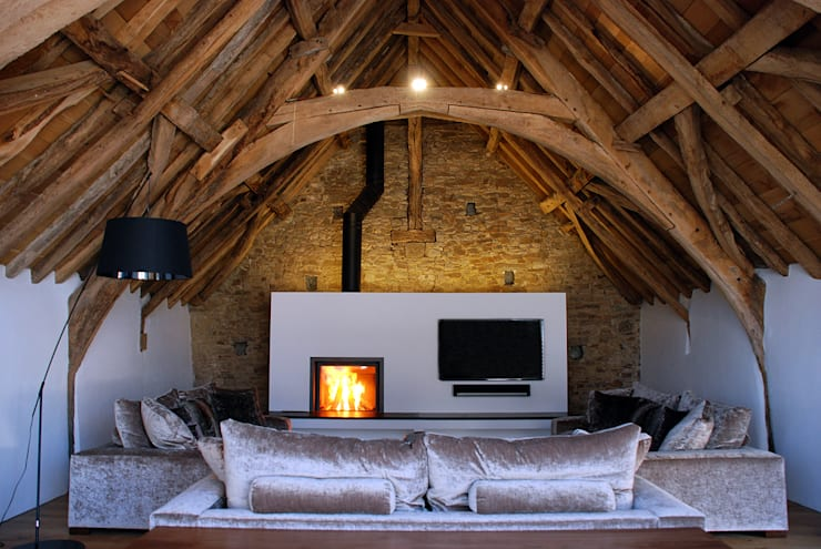 Maer Barn, Bude, Cornwall: modern Living room by The Bazeley Partnership