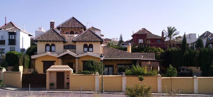 casa SOTO / CAMACHO: Casas de estilo colonial de Alejandro Ramos Alvelo / arquitecto