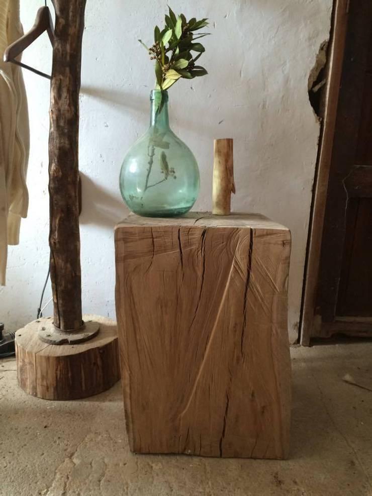Mesa auxiliar eucalipto: Hogar de estilo  de Con Alma Design