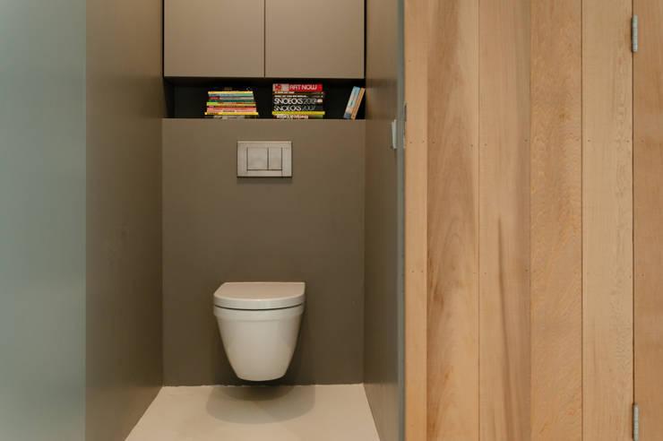 modern Bathroom by BO6