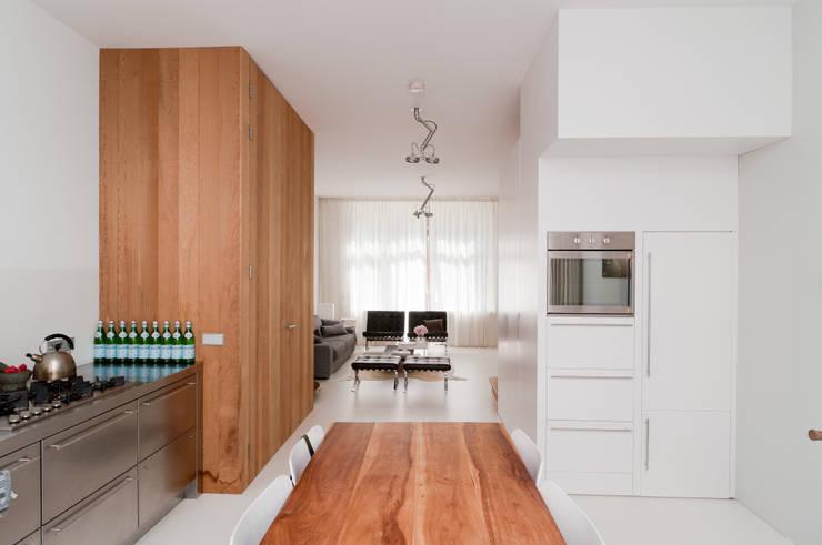 Nieuwe Wever:  Eetkamer door BO6, Modern