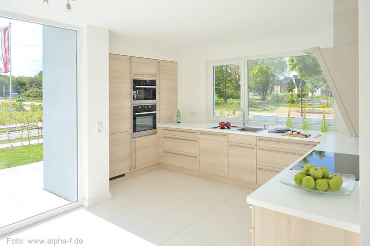 Einfamilienhaus in Flensburg:  Küche von Architektenbüro Lorenzen, Freischaffende Architekten BDA