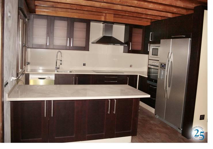 Kitchen by Almacén de Carpintería Gómez