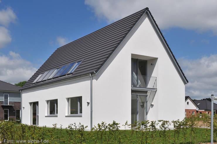 Einfamilienhaus in Flensburg: moderne Häuser von Architektenbüro Lorenzen, Freischaffende Architekten BDA