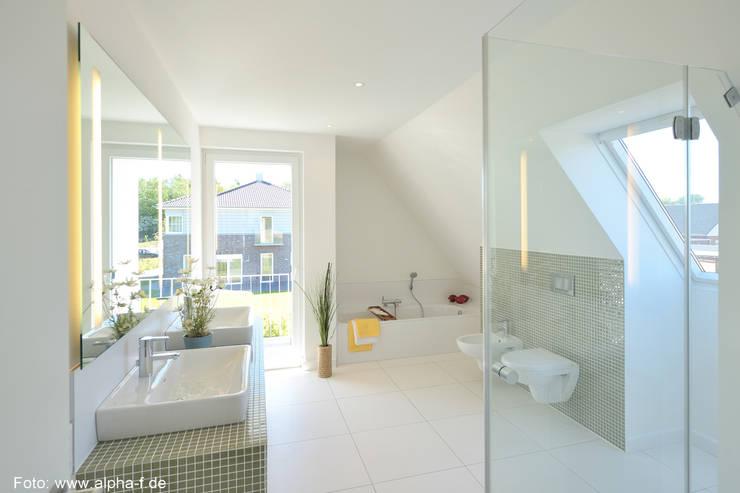 Einfamilienhaus in Flensburg: moderne Badezimmer von Architektenbüro Lorenzen, Freischaffende Architekten BDA