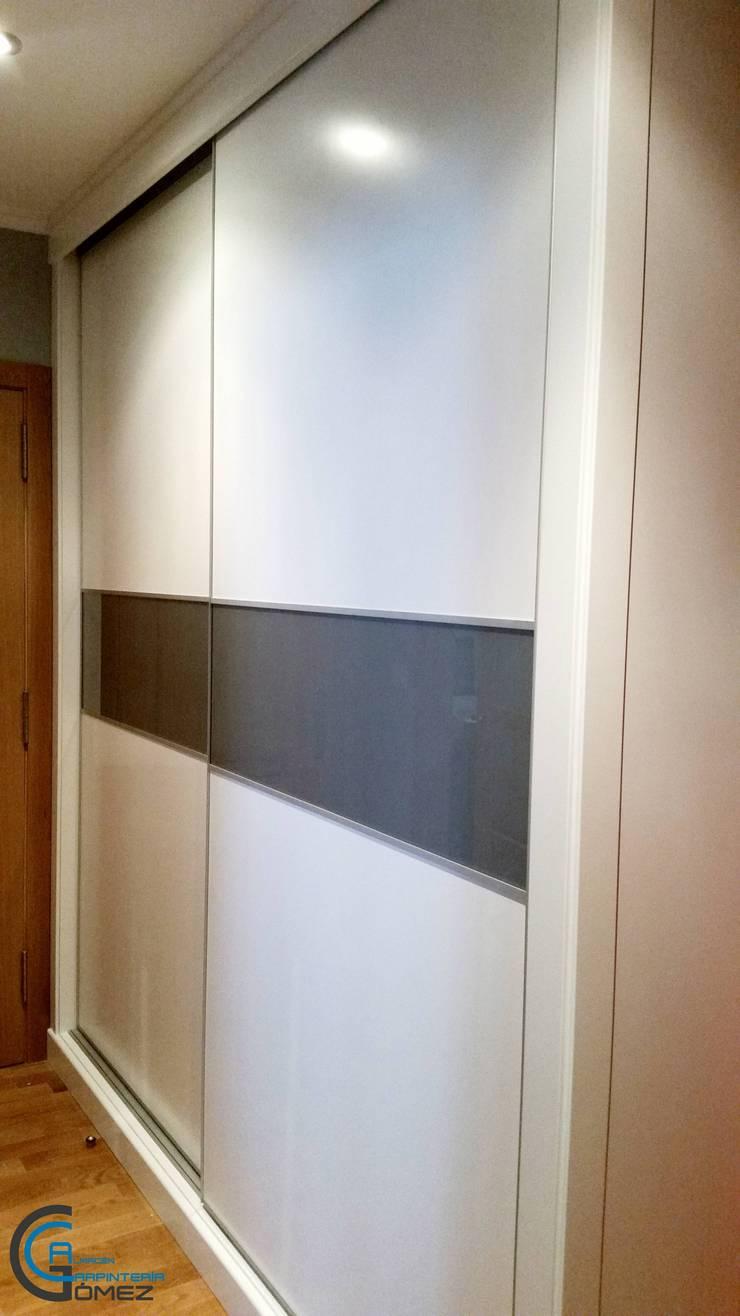 armario lacado blanco: Hogar de estilo  de Almacén de Carpintería Gómez