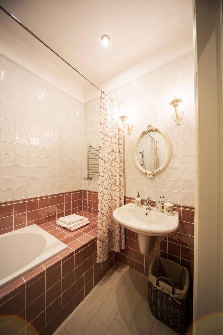Bathroom by Дизайн мастерская Елены Тимченко,
