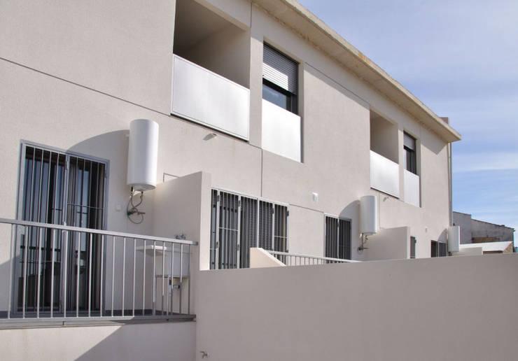 3 VPO Benquerencia: Casas de estilo  de MarbleGrana