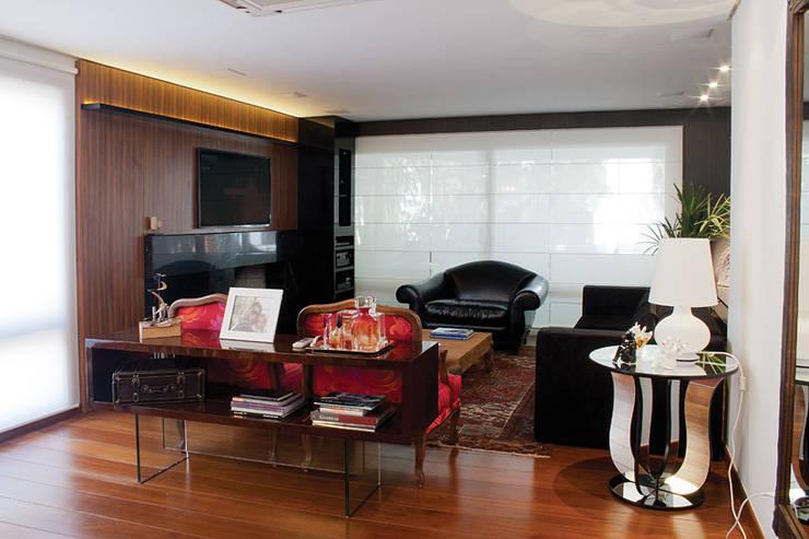 Apartamento Bairro Petrópolis: Salas de estar  por sac