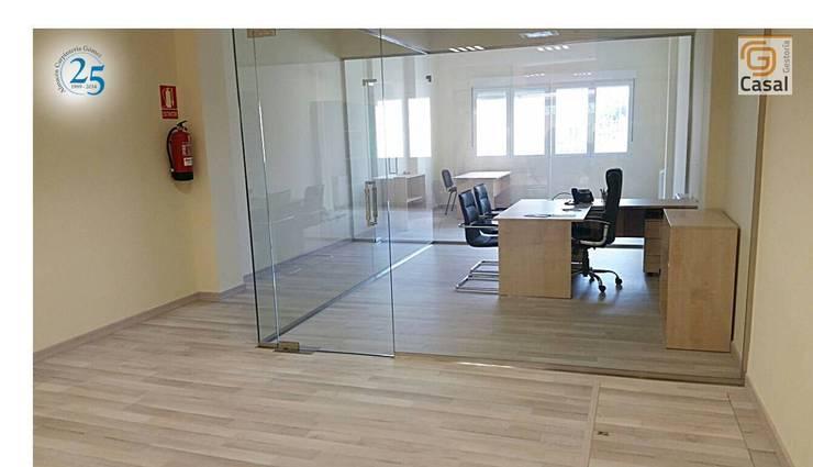 Oficinas y Tiendas de estilo  por Almacén de Carpintería Gómez