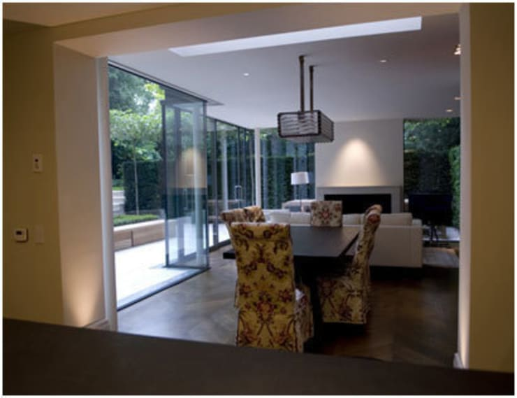 Indoor outdoor living in Chelsea :  Living room by PAD ARCHITECTS