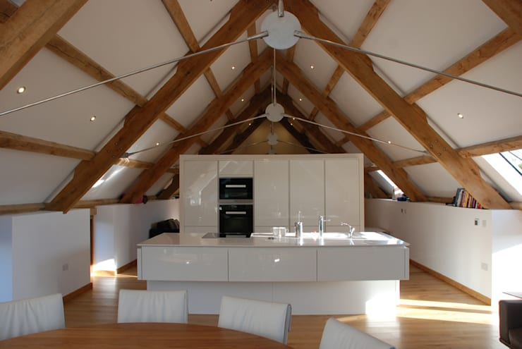 Maer Barn, Bude, Cornwall: modern Kitchen by The Bazeley Partnership