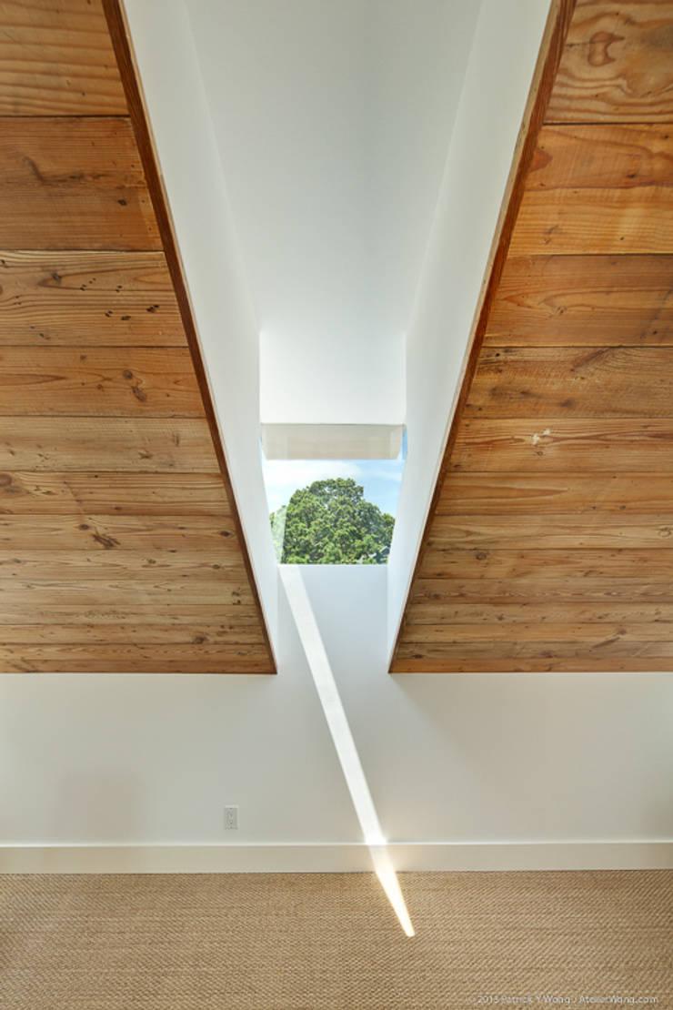 Окна в . Автор – Hugh Jefferson Randolph Architects, Модерн