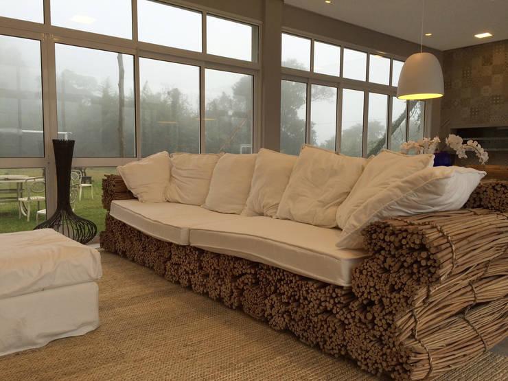 Salão de festas: Sala de estar  por Arteforma Arquitetura