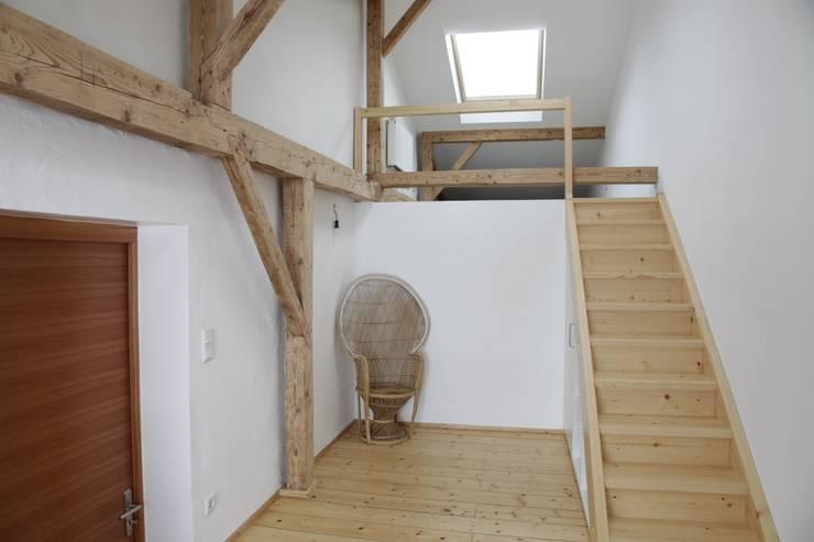 Ullerting 8 - Wohnhaus R+B: moderne Schlafzimmer von Nico Wallner Architekt