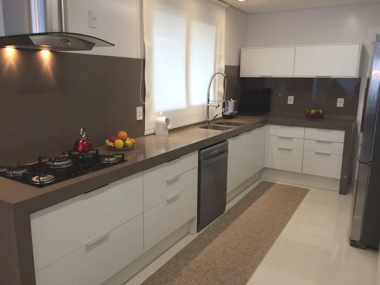 Apartamento: Cozinha  por Arteforma Arquitetura