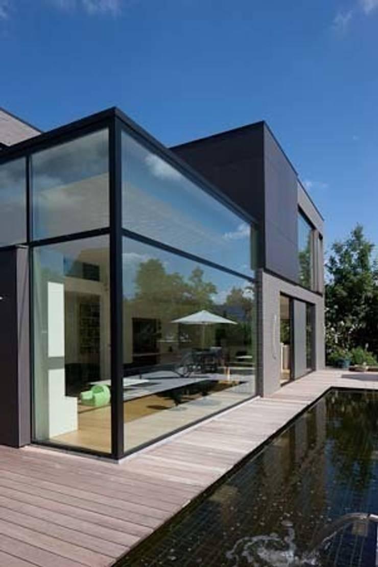 房子 by hasa architecten bvba, 現代風