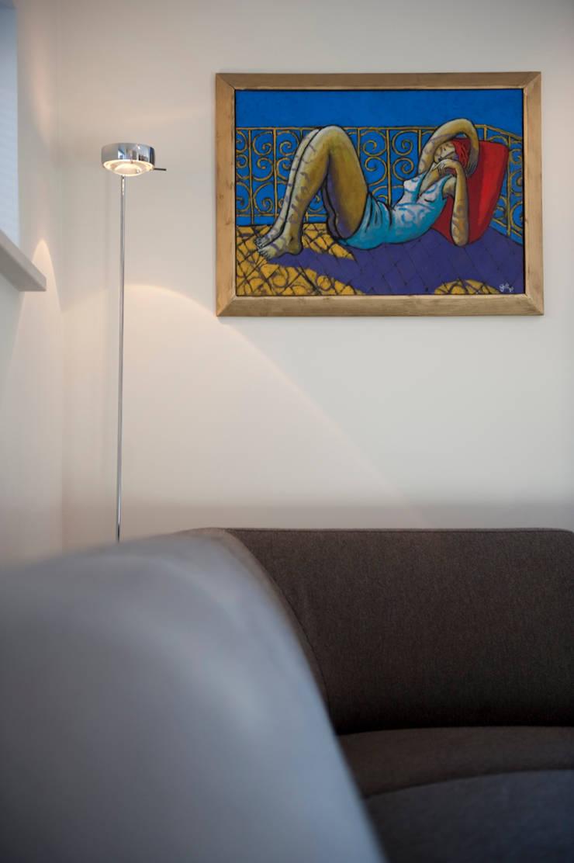 Interieuradvies en levering van meubilair en verlichting: modern  door Mood Interieur, Modern