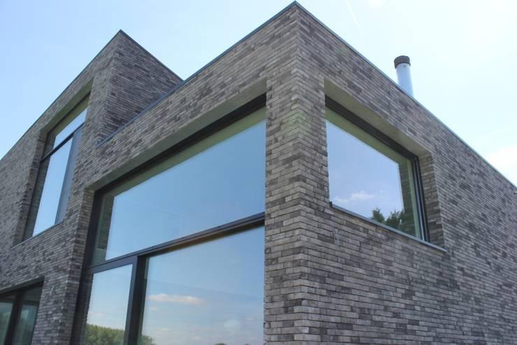 woning te Neerijse:  Huizen door hasa architecten bvba, Modern